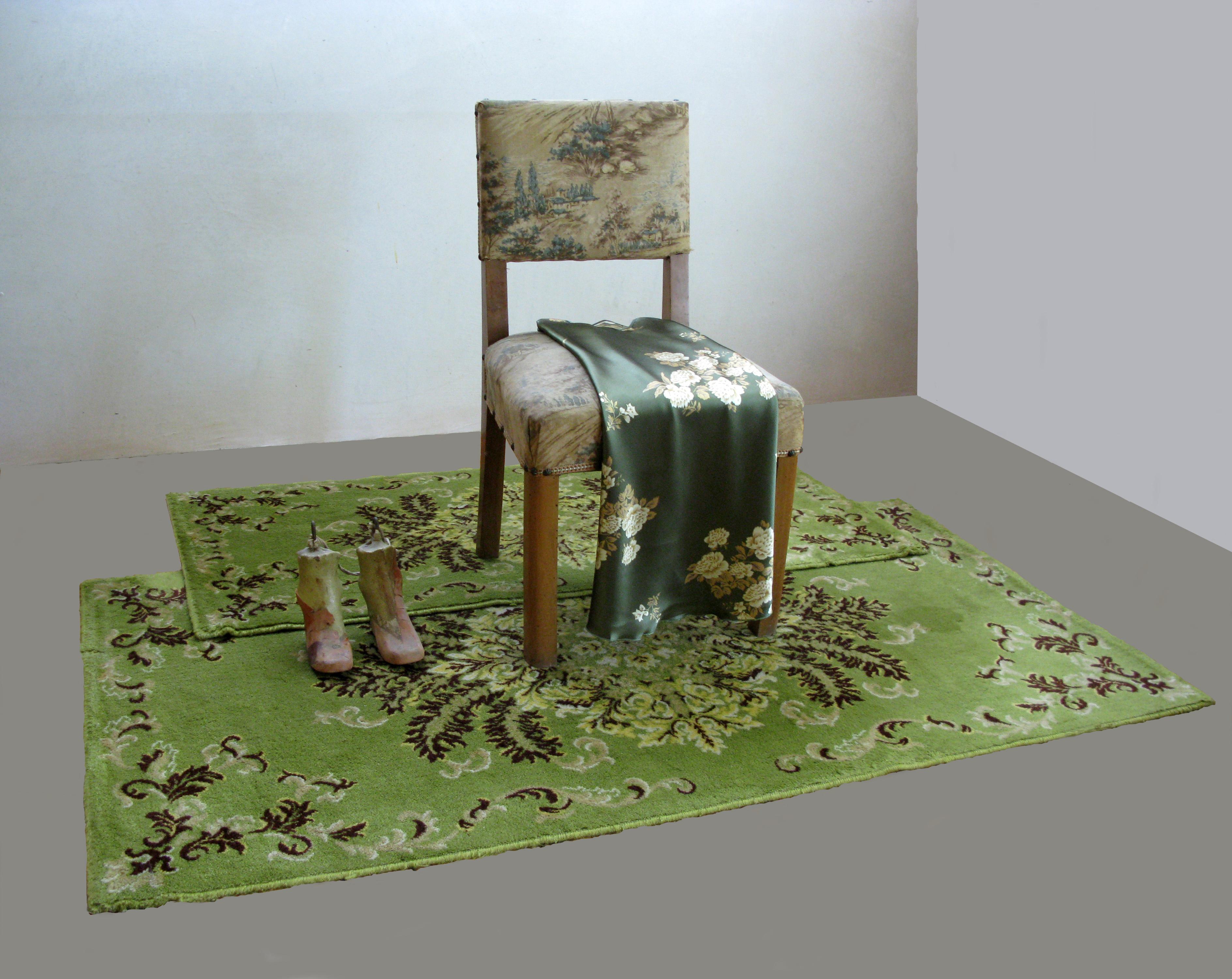 Cristina Treppo_Room, 2008_installazione ambientale con tappeti, sedie, sottoveste, calchi ortopedici in gesso_159x127x79cm_2jpg