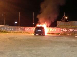 auto-in-fiamme-696x522