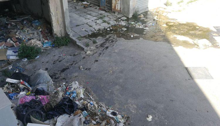 palazzine viale-moncada-degrado-spazzatura-danni strutturali (5)