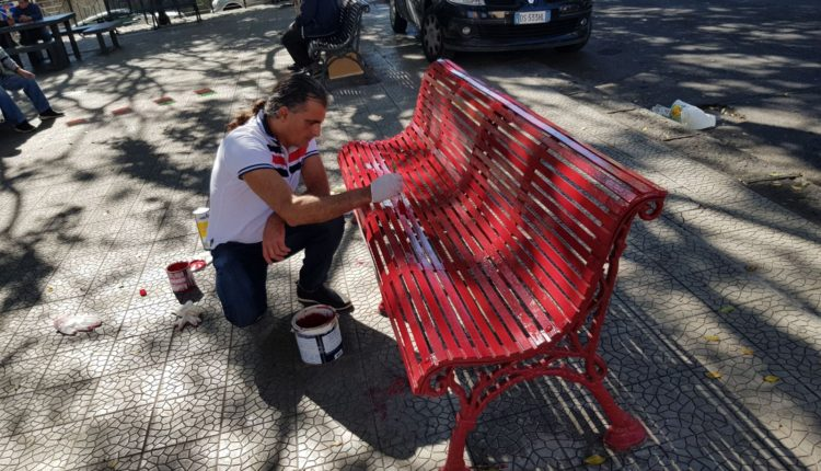 panchina rossa sistemata dopo-attacco vandalico (2)