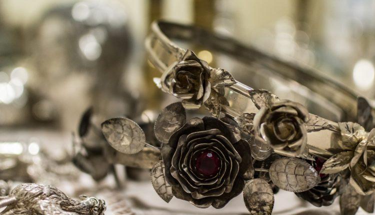 Corona di rose ex-voto PH Cetti Lipari