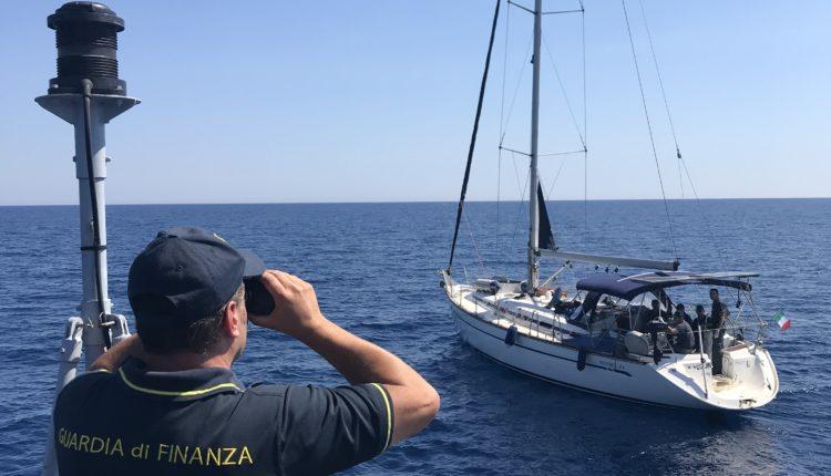 migranti finanza Sicilia