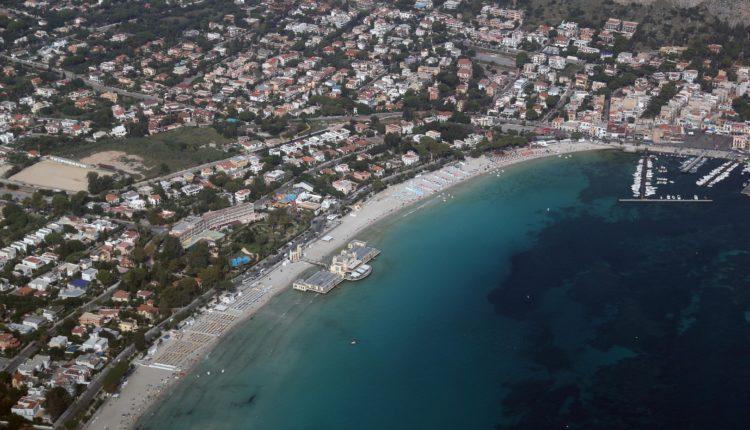 Palermo vista da un aereo dell'arereo cul di bocca di falco