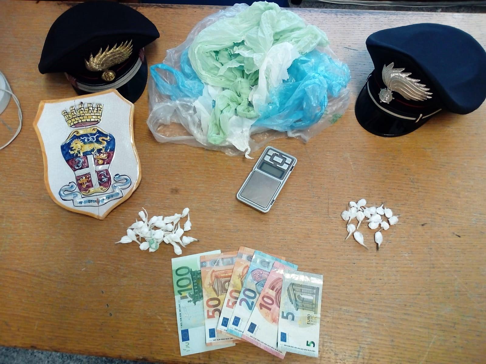 Palagonia (Ct): spacciava cocaina con la figlia in auto, arrestato