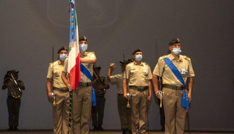 2. La bandiera di guerra del 5° reggimento fanteria Aosta