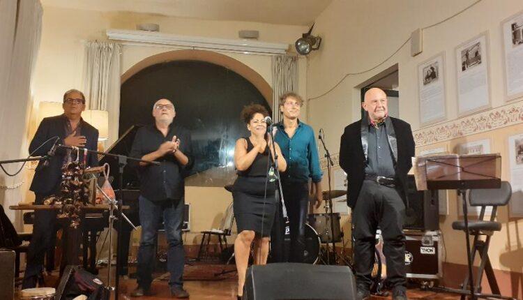 Ana Flora con Diego Spitaleri al piano, Fabio Lannino al basso, Giuseppe Urso alla batteria, Vincenzo Favara alle percussioni a Palazzo Marchetti SJF 2020