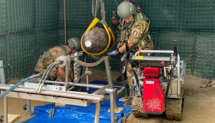 Bonifica Esercito ordigno Palermo 2020 _ Posizionamento della bomba sulla sella prima del taglio