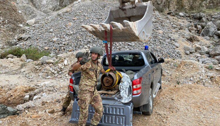Bonifica Esercito ordigno Palermo 2020 _ Sollevamento della bomba per essere posizionata in buca