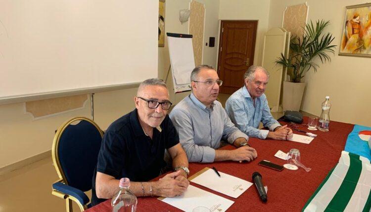 I segretari generali Alfio Giulio (Fnp Cisl) Maurizio Calà (Spi Cgil) e Antonino Toscano (Uilp Uil)