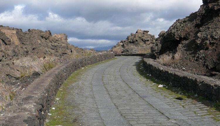 Strada basolato lavico per l'Etna 3