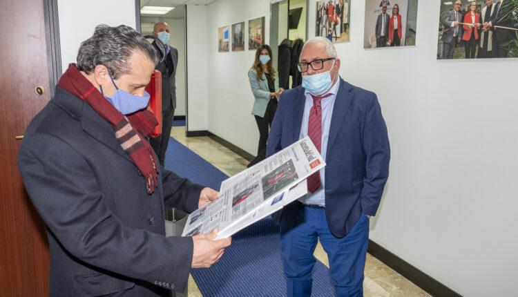 Cateno De Luca legge alcuni giornali che parlano di FD