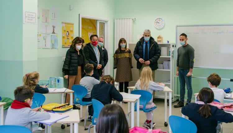 foto 2 – visita sindaco Cassì alla Next School