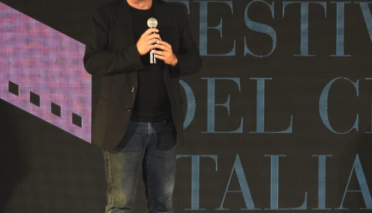 Paolo genovese sul palco del Festival del cinema italiano