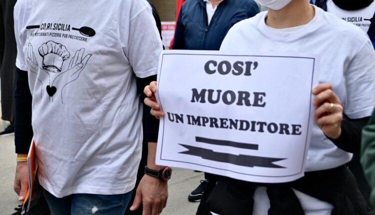 flash mob Punta Secca – cartello (ph. Sofia Accardo)