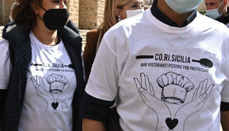 partecipanti alla manifestazione Co.Ri.Sicilia del 7 aprile 2021
