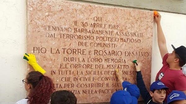 pulizia lapide Pio La Torre
