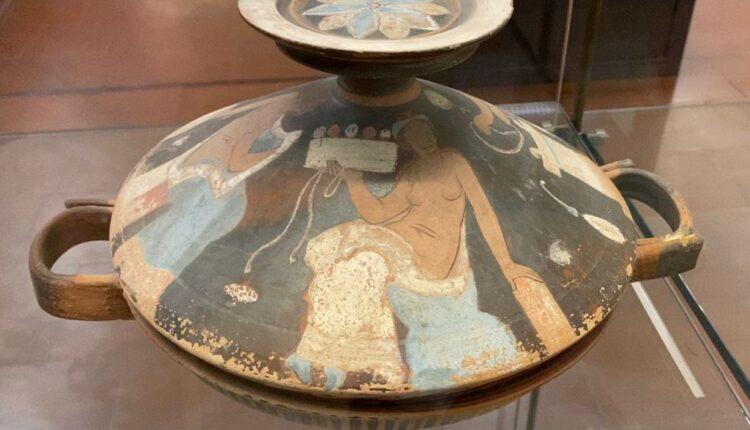 LIPARI, Museo Archeologico Bernabò Brea, reperto (attribuzione al Pittore di Lipari)