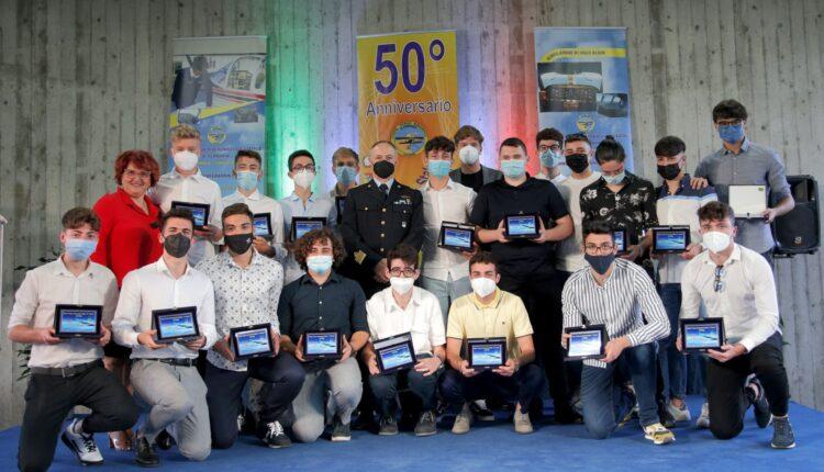 """consegna attestati studenti Istituto Tecnico Aeronautico """"Arturo Ferrarin"""" (2)"""