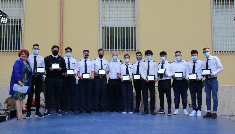 consegna attesti e diplomi fine anno all'istituto duca abruzzi catania (4)