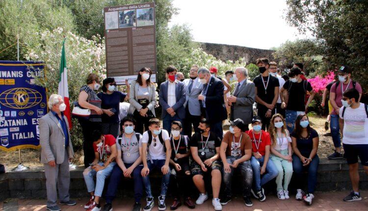 scuola istituto Fermi-Eredia Catania- i giovani adottano il parco gioeni scoperte targhe bilingue
