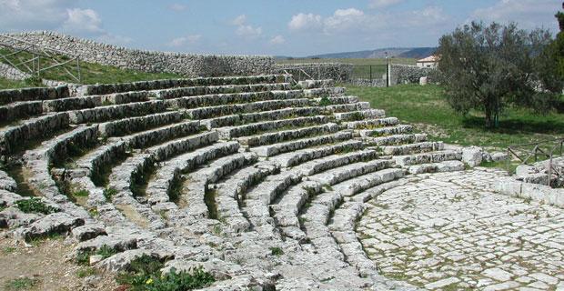 Palazzolo-Acreide-Teatro-greco-Akrai