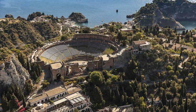 Teatro Antico Taormina dall'alto