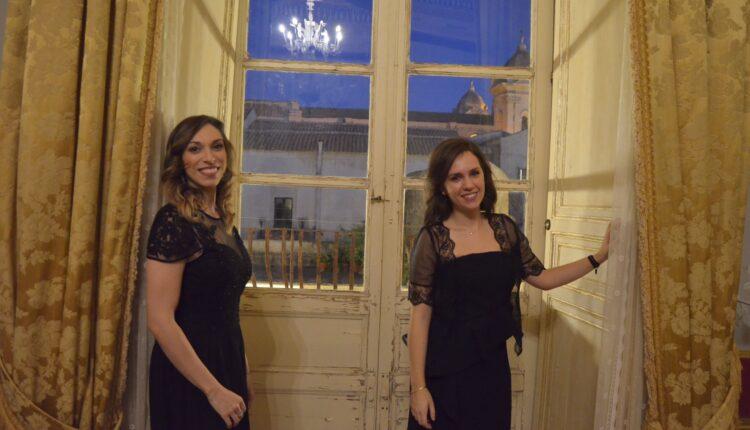 Da sinistra Giulia Mazzara soprano, Giulia Russo pianista