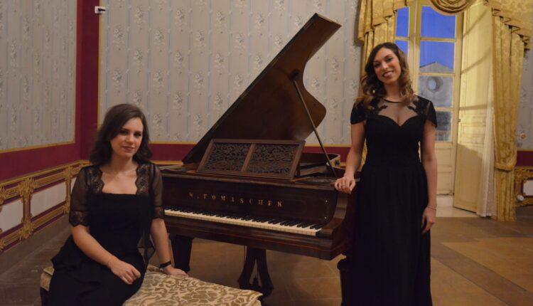 Da sinistra Giulia Russo pianista, Giulia Mazzara soprano
