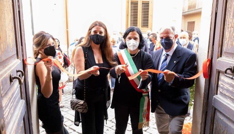 Roberto Guccione-Maria Rita Schembari- Simona Capuano- Valentina Maci- taglio del nastro
