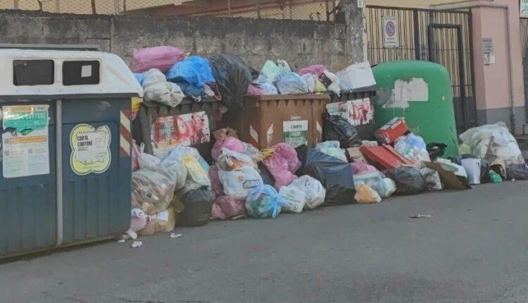 catania sommersa dai rifiuti