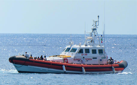 Migranti: altro sbarco a Lampedusa
