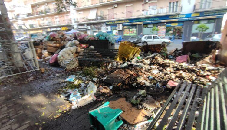 cassonetti bruciati piazza duca di camastra