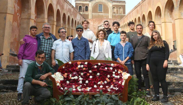 studenti francesco redi alla 1 edizione scalinata in fiore a paternò (3)
